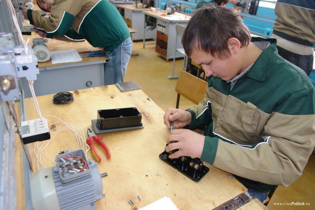 Картинки по запросу Электромонтёр по ремонту и обслуживанию электрооборудования (по отраслям)